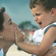 Relatia de atasament dintre mama si copil