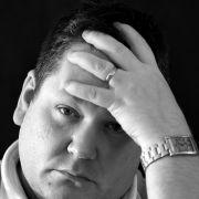 Barbat cu depresie
